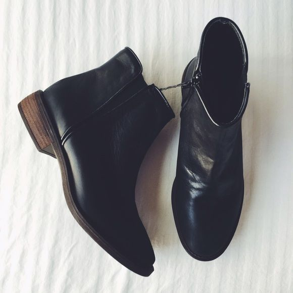 """Zara Flat Leather Ankle Boots Flat black leather ankle boots. Elastic side details. Zip closure on inner side. Round toe. Contrasting brown heel. Heel height 1.25"""". These are a US 6.5, EU 37. Will work for a narrow-normal 7 or normal-wide 6.5. New with tag and dustbag. NO TRADES/PAYPAL. Zara Shoes Ankle Boots & Booties"""