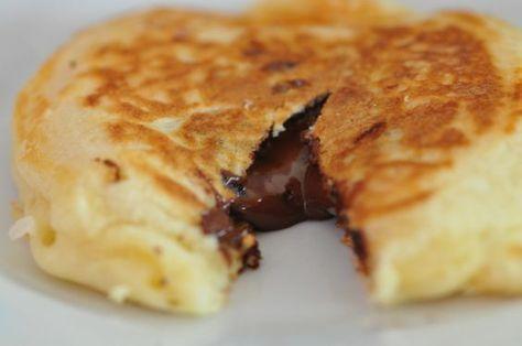 Découvrez les recettes Cooking Chef et partagez vos astuces et idées avec le Club pour profiter de vos avantages. http://www.cooking-chef.fr/espace-recettes/pains-brioches-et-viennoiseries/pancakes-fourres-au-chocolat