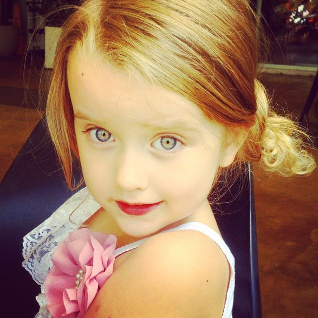 Beautiful girl , magic eyes #SibellaCK