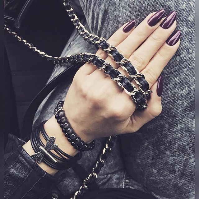 Black, grey and purple. My colours. #milenabienkowskapl #stylecoach #mystyle #glamourrock #nails #opi #nailbarczestochowa #tous #bydziubeka #ochnik #cos #moschino #iphone6Splus #thighs #womansthighs #katowice #poland