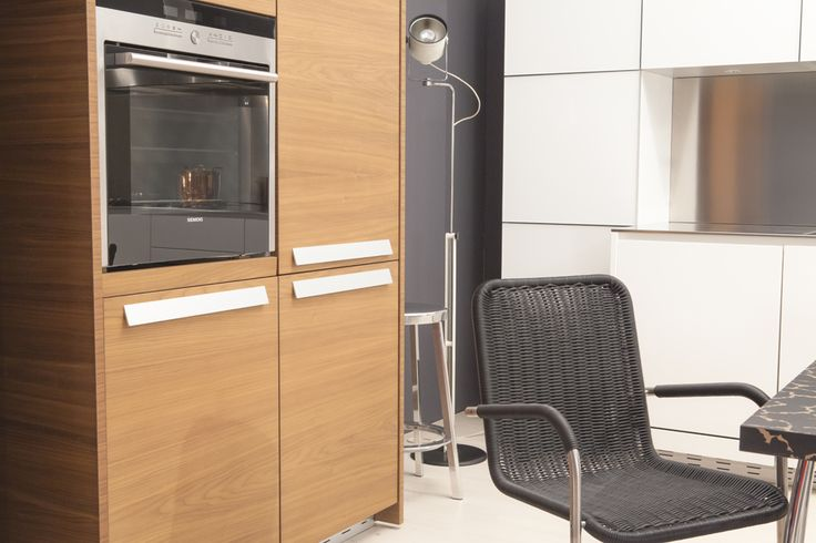 "Detail of the cabinet finished in American Walnut and the Siemens oven in the Zampieri Cucine ""Acheo"" kitchen on sale at Biagetti Design Store. Original price:€ 26.000,00. Our price €13.000,00 = 50%off! The kitchen includes: cabinet doors in white glass; steel coated worktop, backboard, sink and taps; hood inox Elica; oven, fridge, dishwasher all Siemens; freestanding unit in American Walnut. #cucina #sconti #saldi #design #homedecor"