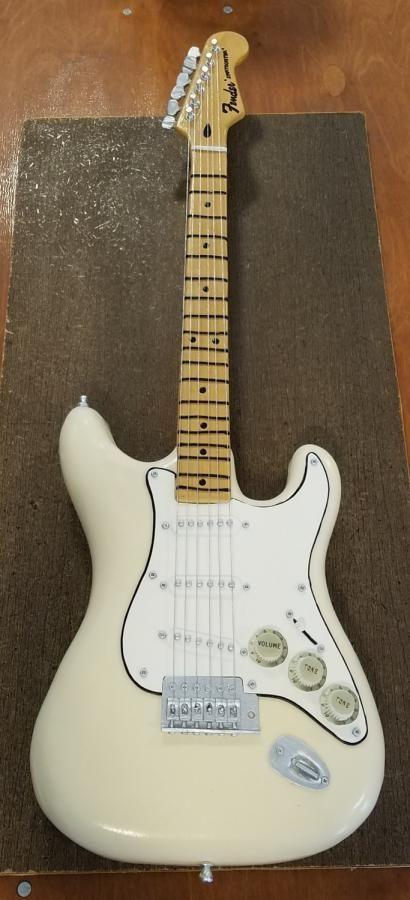 Fender Stratocaster Guitar Grooms Cake - http://cakesdecor.com/cakes/281213-fender-stratocaster-guitar-grooms-cake