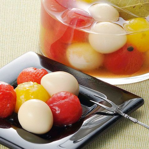 うずらの卵のおしゃれ使いアイデア♪華やかおつまみ♡うずらとミニトマトのピクルス