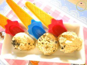 Homemade ice-cream with coffee, chocolate and oreo cookies!