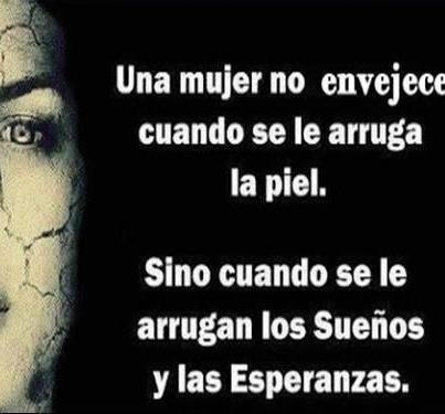 Una mujer no envejece....: Thoughts, Message, Positive Statements, A Woman, Cool Phrases, Reflections, Phrases, Family Constellations