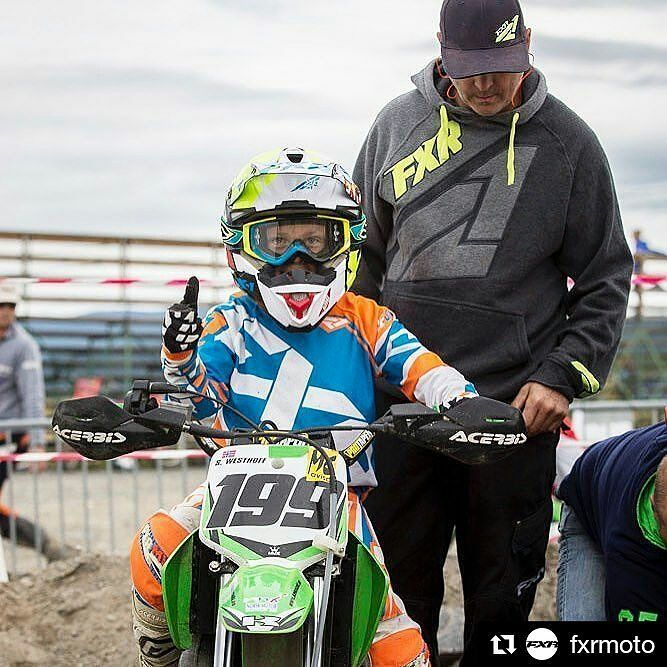 Ajaminen on kivaa! #drive_with_us  #Repost @fxrmoto  Kids' MX Summer Cup in Norway. Sander Westhoff #199 all thumbs up at the gate #mx #motocross #65cc #thisismoto #fxrracing #fxrmoto #fxr #fxrkids #norway