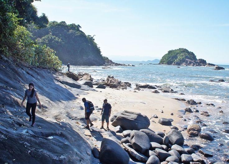 O passeio da semana é a trilha do Camburizinho, que passa por lindas praias quase desertas do Guarujá até chegar à Praia do Camburizinho e à Cachoeira do Camburi.  Confira o pacote abaixo, que tem saídas dia 12/11, e corra para agendar esse passeio incrível!