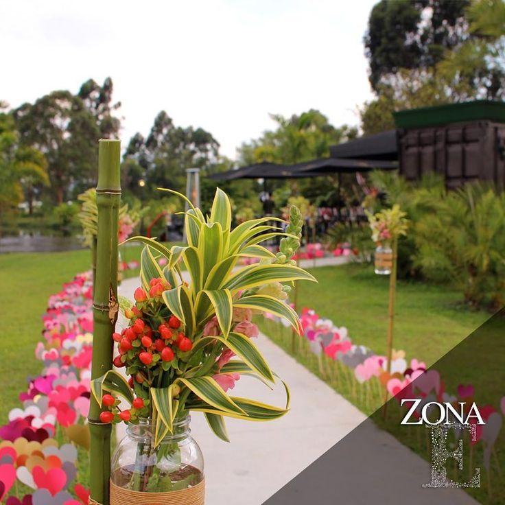 El #GreenHouse todo un sueño listo para que lo disfrutes en tu próxima celebración. Ven a conocerlo ¡te vas a enamorar!    Contáctanos al 3106158616 / 3206750352 / 3106159806 y reserva desde ya, atendemos todos los días de la semana y fines de semana incluido festivos. www.zonae.com   #ZonaE #ElEstablo #ZonaELlangrande #BodasAlAireLibre #BodasCampestres #weddingplaner #bodasmedellin #bodas #Eventos #boda #wedding #destinationwedding #bodascolombia #tuboda #Love #Bride