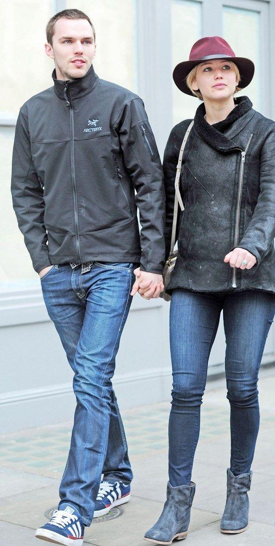 Jennifer Lawrence  y Nicholas Hoult más enamorados que nunca comparten una tarde entre risas y paseos