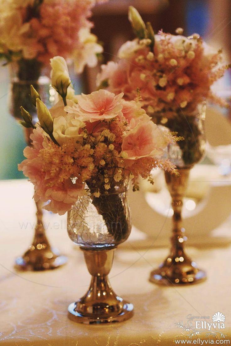 Декор свадебного стола в класическом стиле.