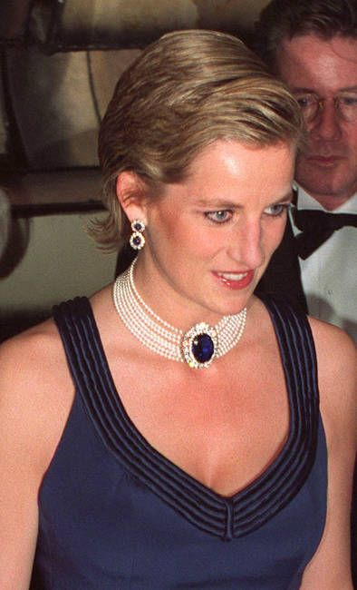 Photo of Princess Diana by Terry Fincher/Getty Images. Photographed in New York City in January, 1995. Wearing a Catherine Walker gown and a multi-strand pearl choker with a large sapphire (brooch) at its midpoint.