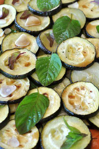 zucchine arrosto condite alla scapece        marinated roasted zucchini with mint