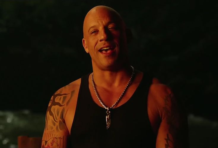 The wing pendant necklace that Xander Cage (Vin Diesel) wears in the movie xXx: Return of Xander Cage (2017).