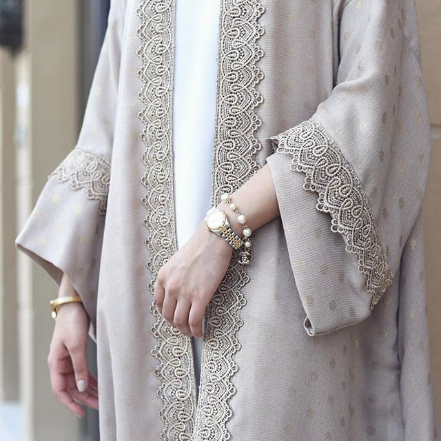 Our most popular robe! Similar abayas will be back in stock soon #qabeela…
