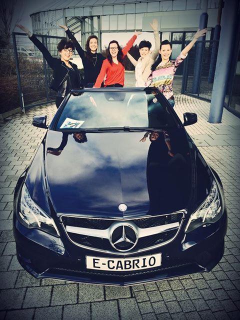 Zum gestrigen Frauentag haben sich unsere Mädels Laura, Sandra, Ilka, Julia und Lea einen sonnigen Ausflug mit dem charmanten E-Klasse Cabriolet gegönnt. Auch für unsere Damenwelt gilt: Das Beste oder nichts.