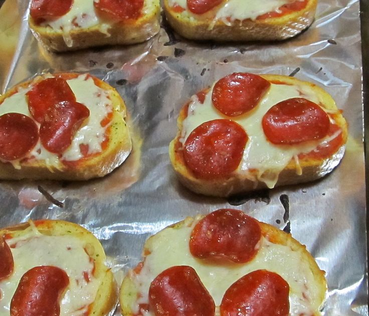 Texas Toast Garlic Bread Pizza, 4 Weight Watchers Points Plus These are DELISH!!!!