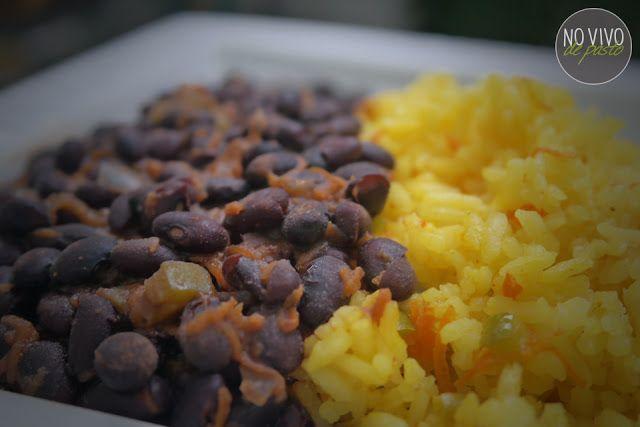 Porotos Negros con Arroz a la Cúrcuma #vegan #recipes