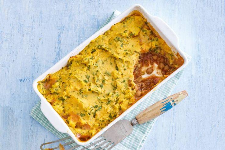 Snelle ovenschotel met kikkererwten, venkel en verrassend: puree van zoete aardappel. - recept - Allerhande