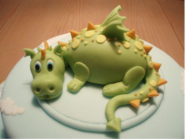 Torta di compleanno con drago