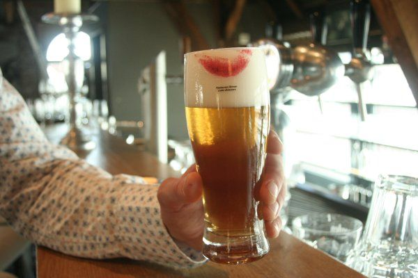 """The challenge was to come up with an idea that will fill up the vacancy for a new dishwasher at Restaurant Binnen. Beer and wineglasses were printed with red lipstick and the message: """"Restaurant Binnen is looking for dishwashers"""". Good reactions from customers and possible candidates. A new dishwasher was hired within one week."""""""