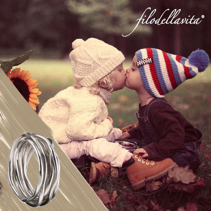 Il Filodellavita nei momenti più belli della tua vita, come il primo bacio. Filodellavita, with you in the best moments of your life. www.filodellavita.com