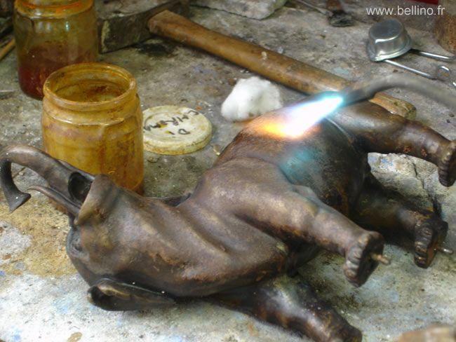 Patine et dorure d'une pendule à l'éléphant en bronze http://www.bellino.fr/blog/?p=389