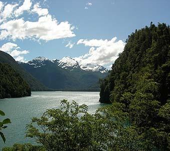 Los Alerces en Kayak - PN Los Alerces - curso de kayak, clases de kayak, kayak en tigre, paseos en la patagonia, parque nacional los alerces, kayak en la patagonia, viajes a la patagonia, turismo aventura