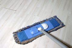 Cómo hacer un limpiador casero para piso laminado