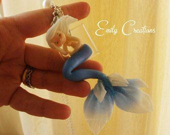 Bellissima, romantica collana con sirena blu in porcellana fredda, inglobata in un pezzo di ghiaccio resina, regalo per lei