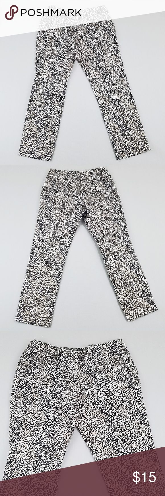 """Adrianna Papell Womens Capris 6 Stretch Printed Adrianna Papell Womens Capris 6 Stretch Printed Cropped Work Dressy Seam to seam across waist: 15"""" Rise: 9"""" Inseam: 26.5"""" Top of waist to bottom (length): 34.75""""  Excellent condition Adrianna Papell Pants Capris"""