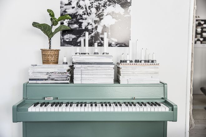 Dosfamily. Vintage piano painted green by hejregina