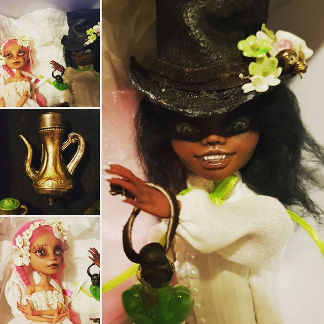 Some more images of my Alice and Hatter set.  #completedproject #aliceinwonderland #artdoll #ooak #ooakmonsterhigh #ooakdoll #dolls #faceup #character #mhdoll #monsterhigh #dollmods #alice #madhatter #hatter #wonderland #artdoll #Alice #monsterhighcustom #drinkme