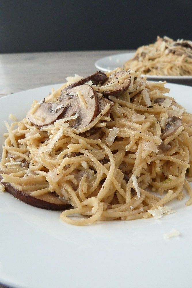 Great weeknight meal- Whole Wheat Capellini with Mushrooms | 3scoopsofsugar.com