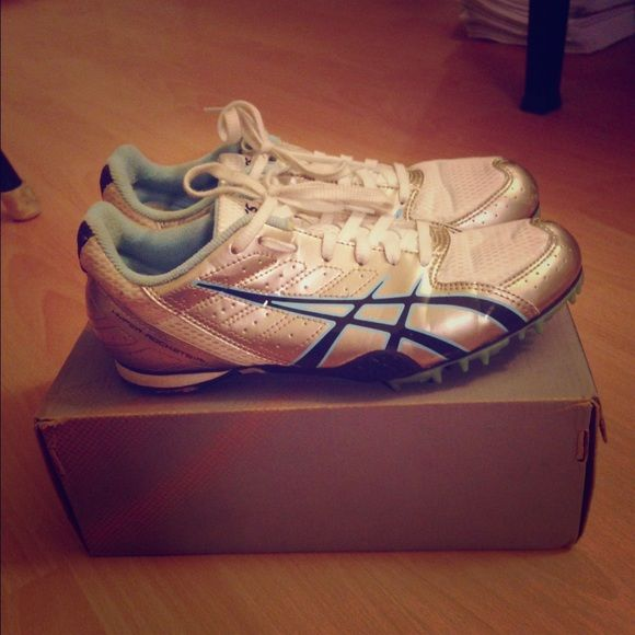 asics Running Spikes size 8 In good condition! Running spikes perfect for long/mid/short distance and hurdling. Comes with a full set of used spikes and spike screw. asics Shoes
