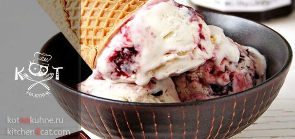 Вишневое мороженое с шоколадом ★ #вишня #шоколад #сливки #сгущенка http://kotnakuhne.ru/categories/dessert/morozhenoe/vishnevoye-morozhenoye-i.html