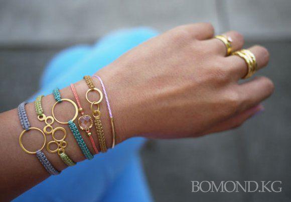 Плетение стильных браслетов из ниток своими руками. Фото. Видео