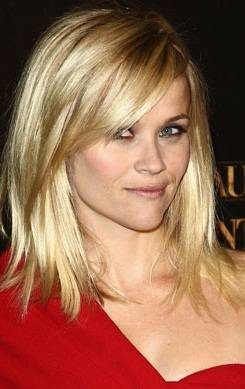 Reese Witherspoon: corte de cabelo médio para mulheres com rosto oval