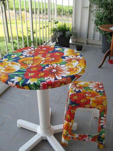 mesa plastica revestida com chita