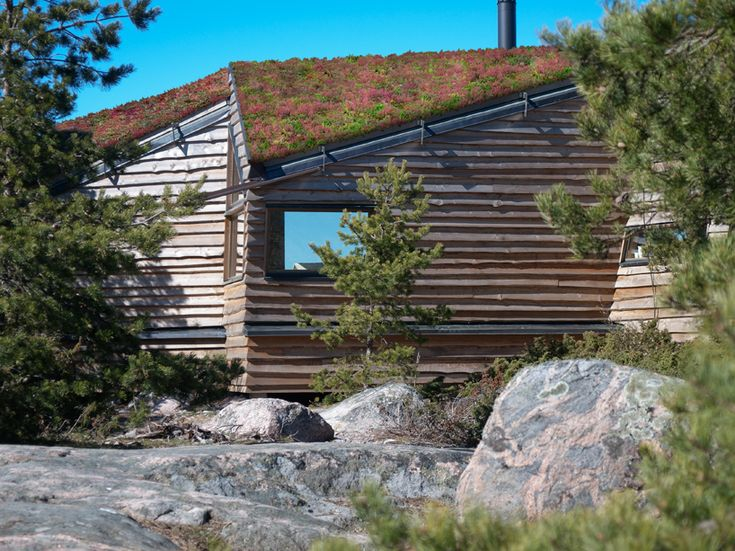 positioned high upon a cliff on a remote island in the gullkrona archipelago of finland, this single family residence offers inhabitants panoramic views of the baltic sea as it transforms between each season.