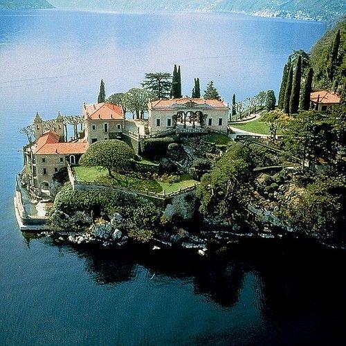 Villa del Balbianello, Lake Como, Italy.        (via serenella65)