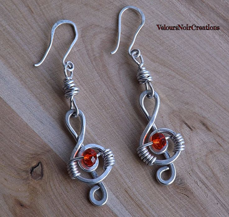Treble clef earrings wire music, by Velours Noir Crèations, 10,00 € su misshobby.com
