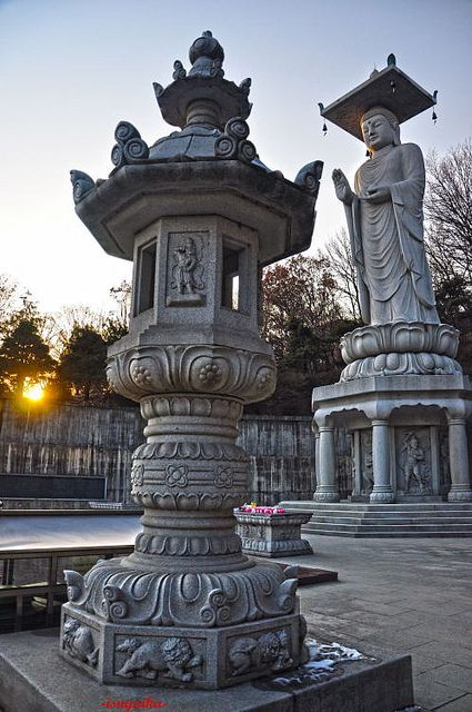 Largest buddha statue in South Korea, Bongeunsa Temple, Seoul (by fidel.2012).