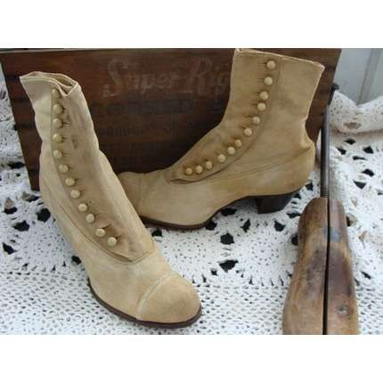 boots with buttons antique | Gorgeous vintage buttoned boots that screams Victorian classic.   OK sister...  this is the style Im talking about!  I need these for my wedding dress...    Can you help me?