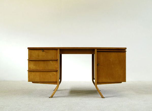 Cees Braakman Birch wood writing desk UMS Pastoe. Modern online gallery. Featuring a varied selection of vintage furniture and architect furniture. At http://www.furniture-love.com/vintage/furniture/