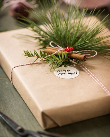 DIY VINTAGE CHRISTMAS GIFT WRAPPING | Wrap it up — the green way