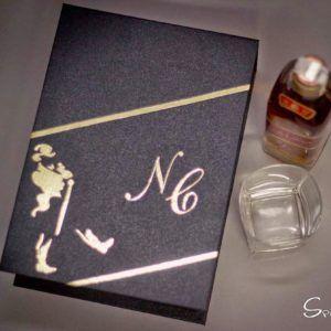 #jonnie #walker #redlabel #dourado #brilho #luxo #elegancia #caixa #whisk #gravata #lembrancinha #charuto #vodka #cetim #paris #padrinhos #casamento #top #wedding #noiva #madrinha #noivos #casar #spazioconvites #redlabel #romantico #luxo #elegancia http://spazioconvites.com.br/loja/shop/