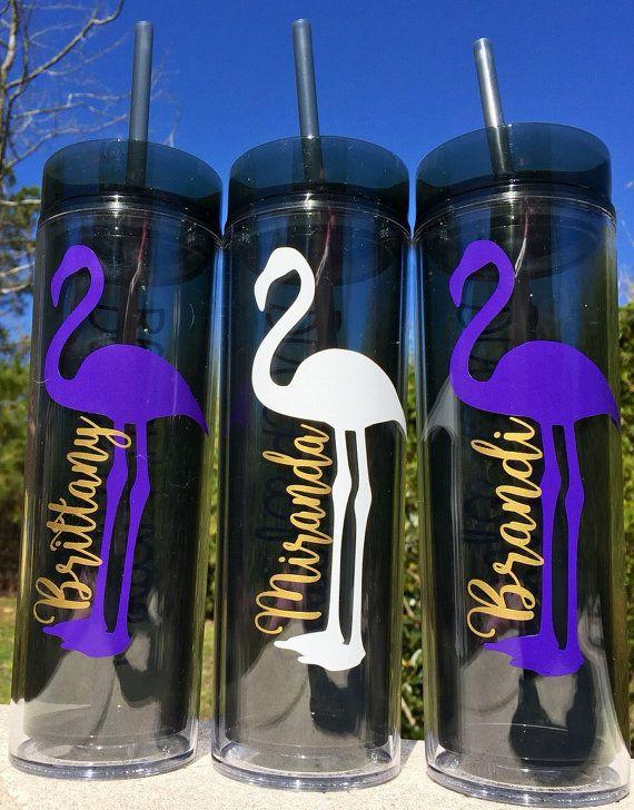 Cute flamingo tumblers - Use sign vinyl to create your own fun poolside tumblers.