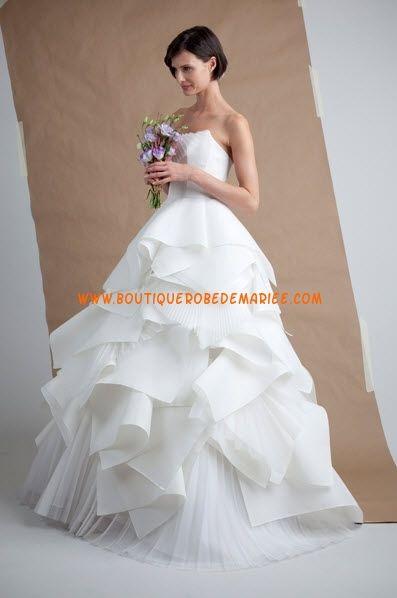 Robe de mariée originale à froufrous en organza sans bretelle
