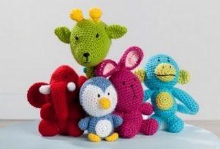 Free crochet pattern. Set includes: an elephant, giraffe, penquin, bunny and a monkey.