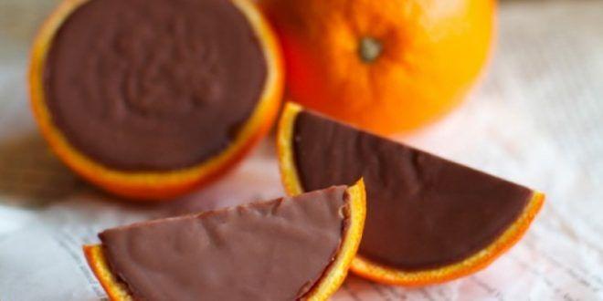 Υλικά για 2-4 άτομα 225 γραμμάρια σοκολάτα ημίγλυκη, χοντροκομμένη 1 φλιτζάνι κρέμα γάλακτος με 35% λιπαρά 1...